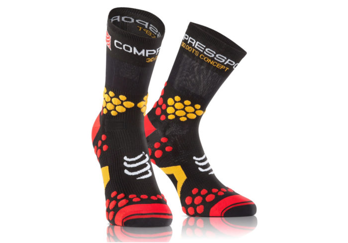 Calcetines TRAIL Compressport Proracing Socks V2_1 negro-rojo
