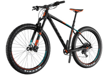 Scott Scale 710 Plus. Hemos mejorado la geometría de la Scale 710 Plus para 2017. Le hemos dado un ángulo de dirección más relajado que los modelos anteriores, hemos incorporado componentes de calidad como la horquilla FOX 32, transmisión Sram 1x11 y tija del sillín ajustable- es posible que hayamos diseñado nuestra bicicleta rígida más agresiva hasta la fecha.