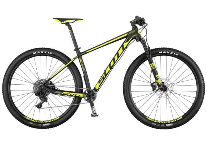 Scott Scale 745-945. La Scale 945 de SCOTT cuenta con un nuevo cuadro de aleación ultra ligero. Viene equipada con una horquilla FOX 32 Float Performance, junto con nuestra tecnología RideLoc para permitir la configuración de tres modos de conducción de manera sencilla. Con la misma geometría que sus hermanas de carbono, La Scale 745/945 es una bicicleta rígida, duradera y asequible, diseñada para ir más rápido.
