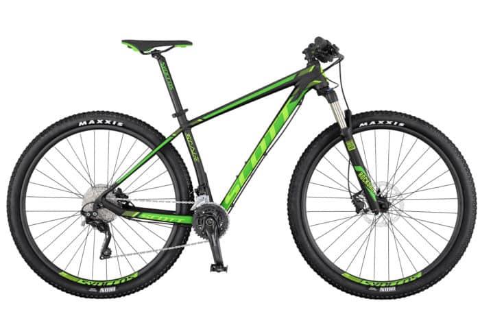 """Bicicleta de montaña Scott Scale 960/760 2017, de 29"""" (pulgadas). La serie Scale 960 de SCOTT viene totalmente equipada con una horquilla Rock Shox y tecnología de bloqueo remoto para permitir distintos ajustes de recorrido en función de las necesidades de cada momento. Con la misma geometría que sus hermanas de carbono, esta bicicleta rígida es resistente, tiene un precio asequible, y está hecha para la velocidad."""