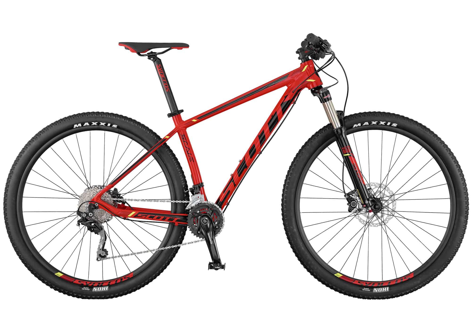 La Scott Scale 970/770 viene totalmente equipada con una horquilla Suntour y tecnología de bloqueo remoto para permitir distintos ajustes de recorrido en función de las necesidades de cada momento. Con la misma geometría que sus hermanas de carbono, esta bicicleta rígida es resistente, tiene un precio asequible, y está hecha para la velocidad.
