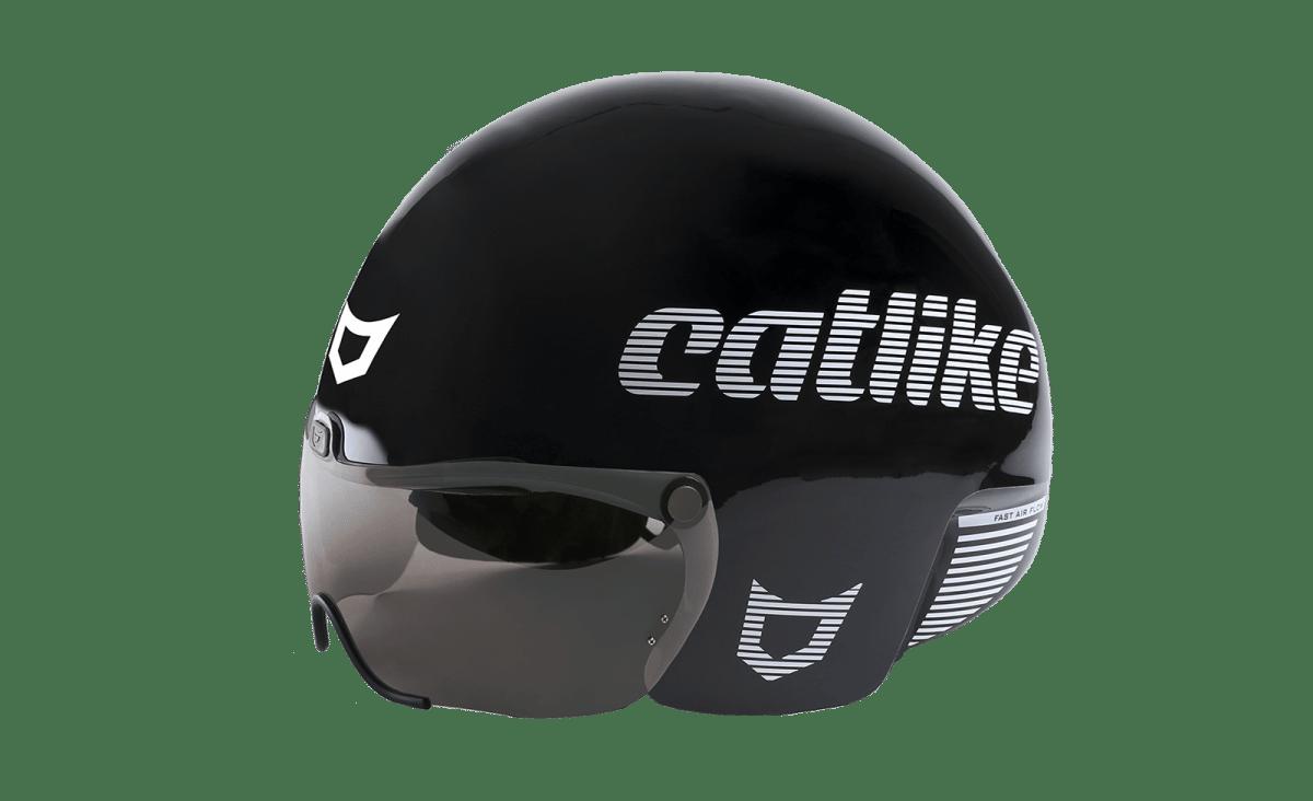El cascos Catlike Rapid aerodinámico ha sido diseñado para pista y contrarrelojes cortas. Ha sido creado para maximizar la aerodinámica del ciclista en su lucha contra el tiempo. En distancias cortas la necesidad de ventilación disminuye porque el ciclista no ha tenido la oportunidad de empezar a sudar profundamente. Dos tomas de aire en las orejas posicionadas en la parte lateral han sido especialmente diseñadas para permitir la máxima transpiración y alcanzar la aerodinámica perfecta.