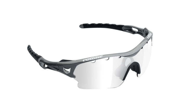 Gafas Catlike Storm. Sin duda una de las gafas más agresivas en nuestra gama hasta el día de hoy. Diseñadas para un uso exigente y deportivo, este modelo encarna la esencia ganadora con la que Catlike siempre intenta dotar a todos sus productos.