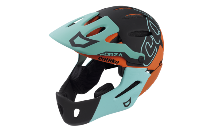 El casco para descenso Catlike Forza 2.0 es el primer casco convertible para la práctica de Enduro y descenso de Catlike. Su versatilidad, diseño y ventilación lo hacen único en el segmento específico para el disfrute de las modalidades más extremas dentro del MTB.